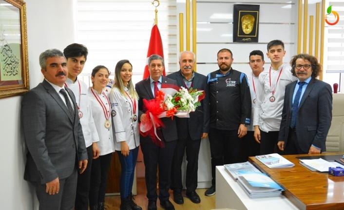 Madalya Kazanan Öğretmen ve Öğrencilerden Tatlı'ya Ziyaret