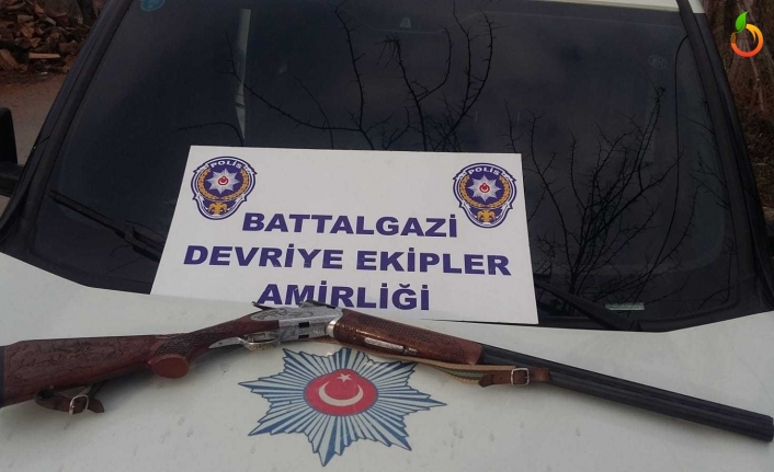 Malatya'da Ruhsatsız Tüfek ve Boğma Rakı Ele Geçirildi