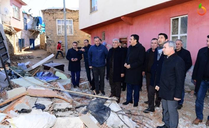 Başkan Güder, Depremden Hasar Gören Doğanyol Ve Pütürge İlçesini Ziyaret Etti