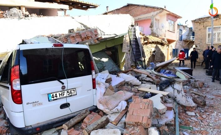 Depremin boyutları sabahın ilk ışıklarıyla birlikte gün yüzüne çıktı