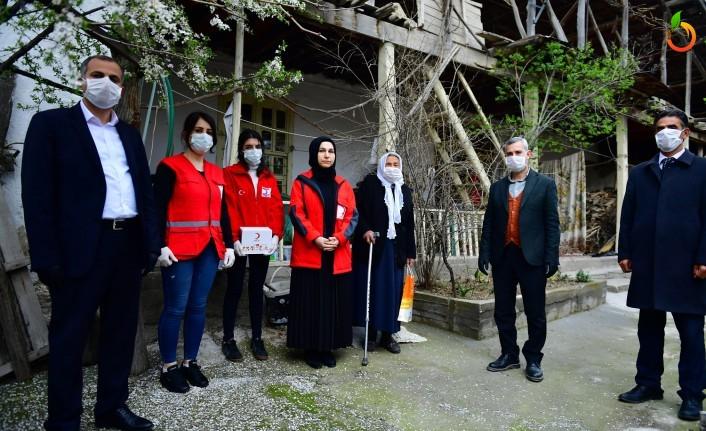 Başkan Çınar, yaşlı vatandaşları ziyaret etti