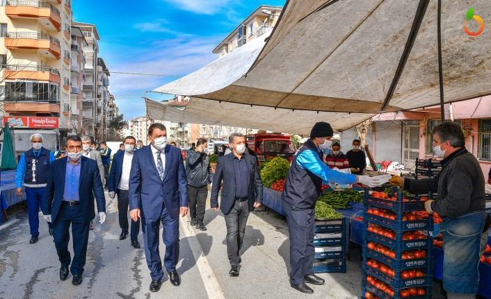 Başkan Gürkan Cuma Pazarı esnaflarını ziyaret etti