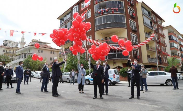 Battalgazi'de 23 Nisan Coşkusu Balkonlara Taşındı