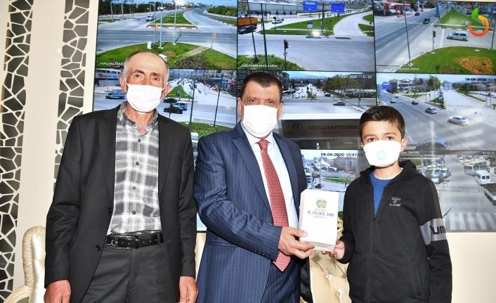 Mehmet Durna 'Biz Bize Yeteriz Türkiyem' kampanyasına burs parasını bağışladı