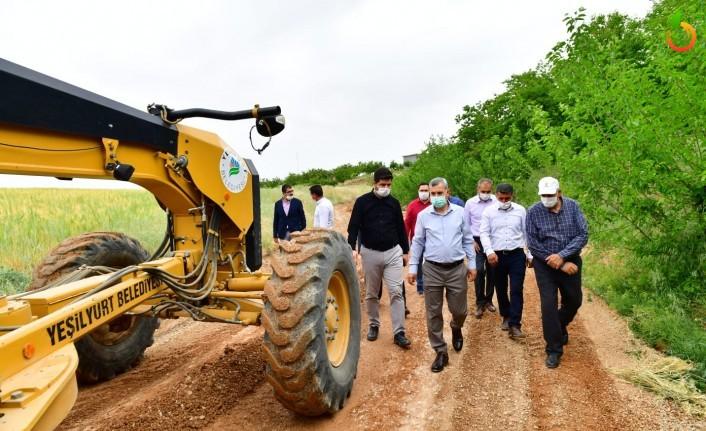 Başkan Çınar, Karakavak Ve Yaka Mahallerindeki Yol Çalışmalarını İnceledi