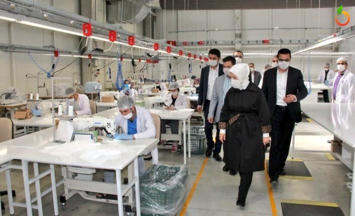 Çalık, maske üreten fabrikaları ziyaret etti