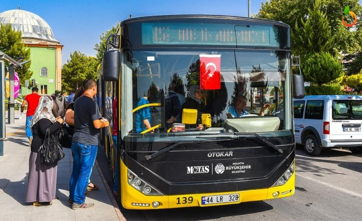 Toplu taşımada yüzde 50 yolcu taşıma sınırlamasını kaldırdı
