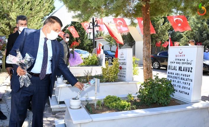 Başkan Gürkan,  Kurban Bayramı öncesinde şehitliği ziyaret etti