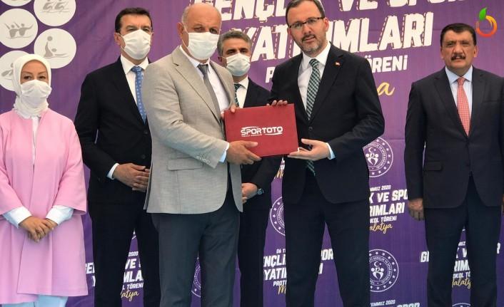 Doğanşehir'de Yapılacak Olan Gençlik Merkezi'nin İmzaları Atıldı
