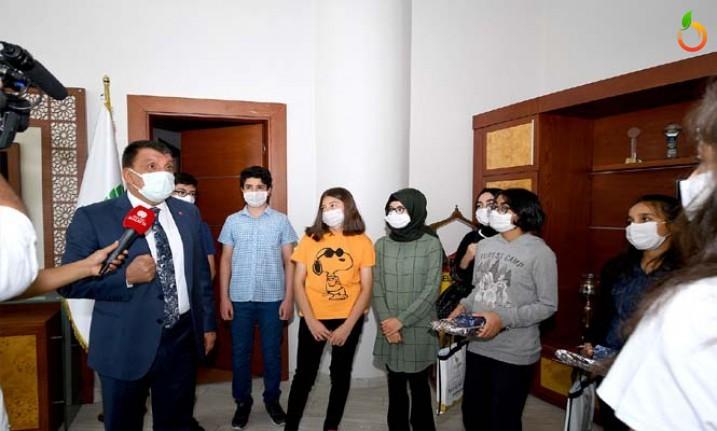 LGS'de Başarılı Olan Öğrencileri Başkan Gürkan'ı Ziyaret Etti
