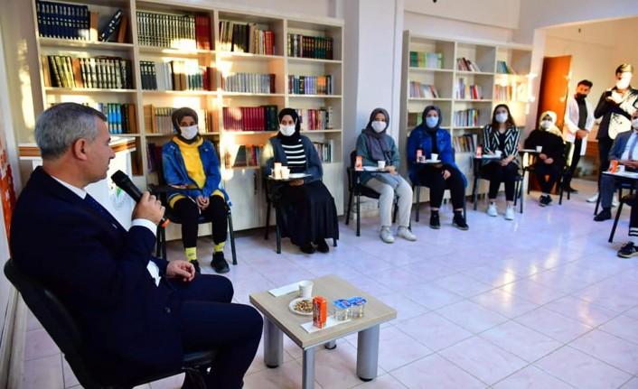 Gençler Taleplerini  Başkan Çınar'a İletti