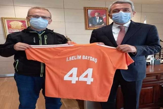 Yeşilyurt Belediyesi Görme Engelliler Spor Kulübünden Bakan Yardımcısı Baydaş'ı Ziyaret