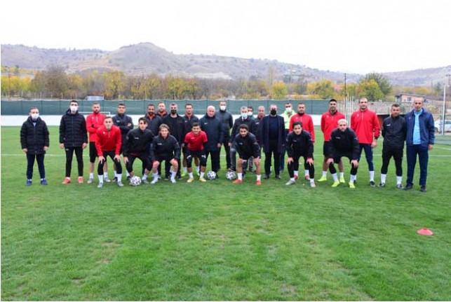 Başkan Çınar, Yeniden İnşa Edilen Futbol Sahasını Ziyaret Etti