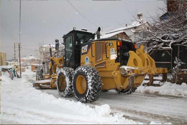 Battalgazi Belediyesi'nin Karla Mücadele Çalışmaları Takdir Topluyor