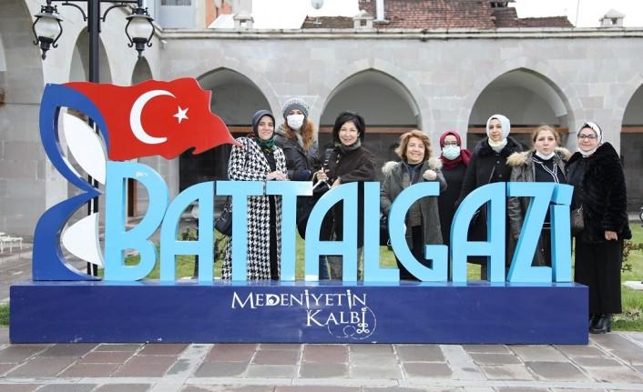 Gastronomiciler Ve Yazarlar, Battalgazi'deki Tarihi Mekanları Gezdi