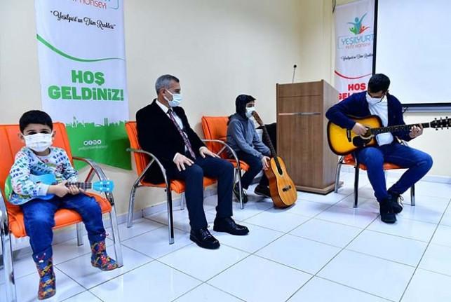 Gitar Kursu, Müslüm Gürses'in Şarkılarıyla Açıldı
