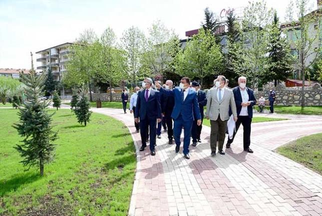 Başkan Gürkan Özalper Bölge Parkında İncelemelerde Bulundu