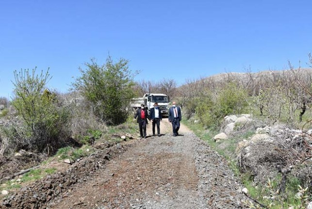 Başkan Zelyurt, arazi yollarında yapılan çalışmaları inceledi