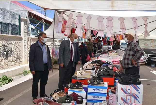 Başkan Zelyurt, Pazar esnafını ve vatandaşları ziyaret etti