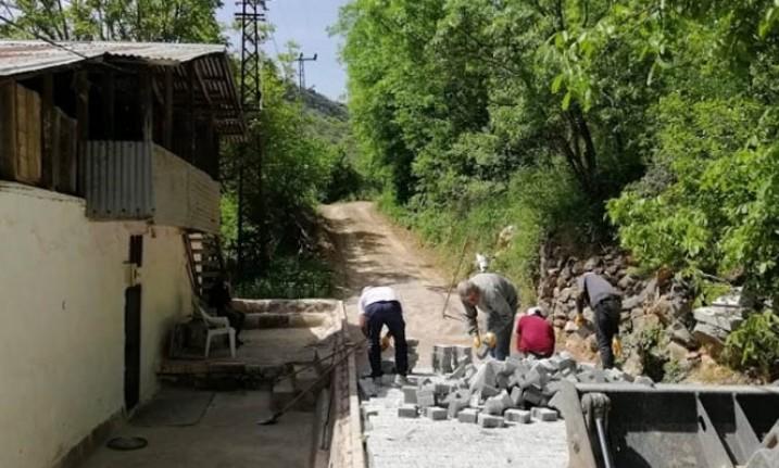 Arapgir'de mahalle içi yollar daha modern hale geliyor