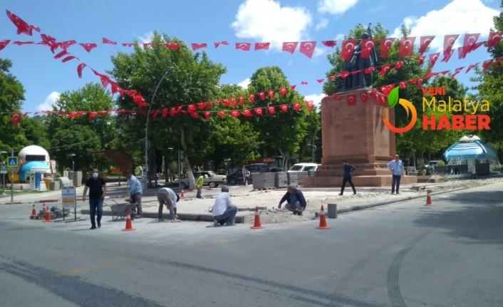 Atatürk Anıtı Önündeki Düzenleme Trafiği Rahatlatacak