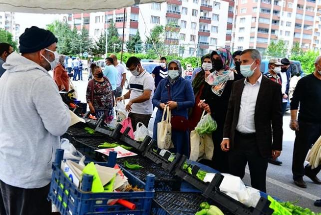 Başkanı Çınar, Bostanbaşı Semt Pazarını Ziyaret Etti