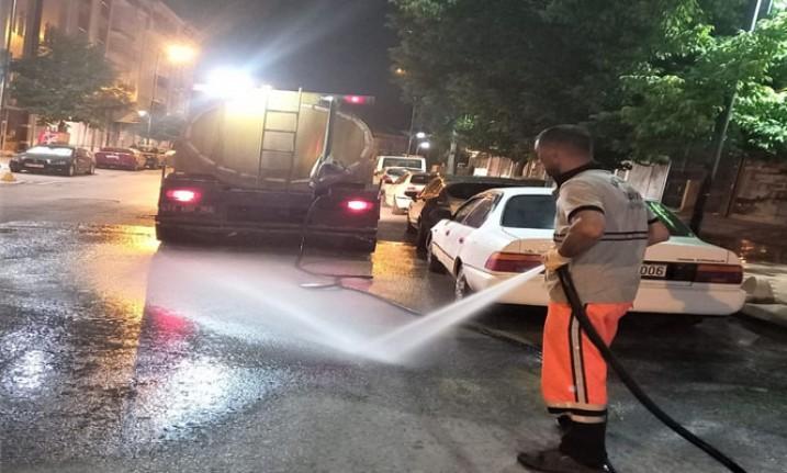 Battalgazi Belediyesi Temizlik Ekiplerinden Gece Mesaisi