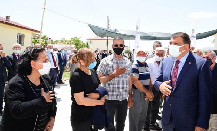 Dedeköy Mahallesinde Asfalt Çalışmasını İnceleyen Başkan Gürkan: