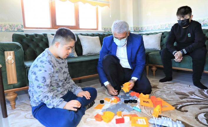 Engelli Dostu Başkan Güder'den Sürpriz Ziyaretler