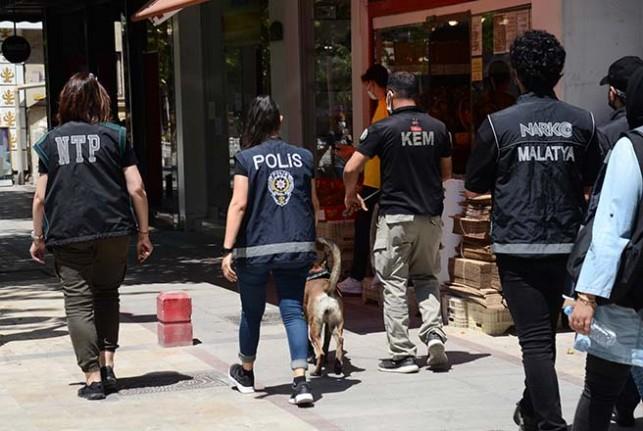 Malatya'da 'Huzurlu Sokaklar ve Narkotik Suçları Uygulaması Yapıldı