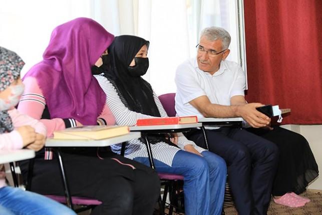 Başkan Güder, Kur'an Kursu Öğrencileri İle Birlikte Derse Katıldı