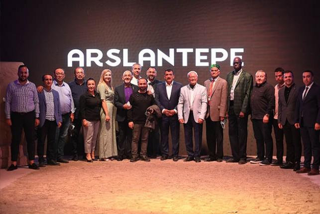 21 Kreasyondan Oluşan Tarihin Işığında Arslantepe III Defilesi Sergilendi