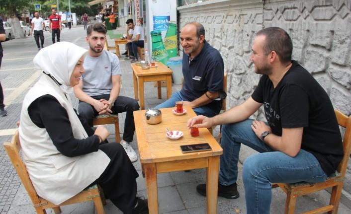 AK Partili Çalık, Fuzuli Caddesinde esnafları ziyaret etti