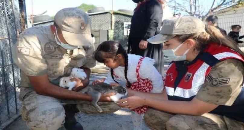 Down Sendromlu Çocuklar Hayvan Barınağını Gezdi