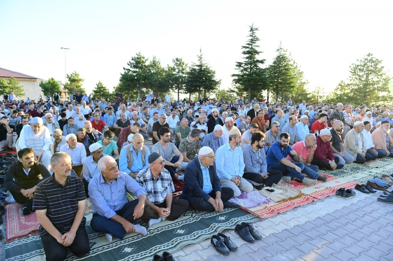 Başkan Çınar,Gedik Namazgâh'ta Bayram Namazı Kıldı