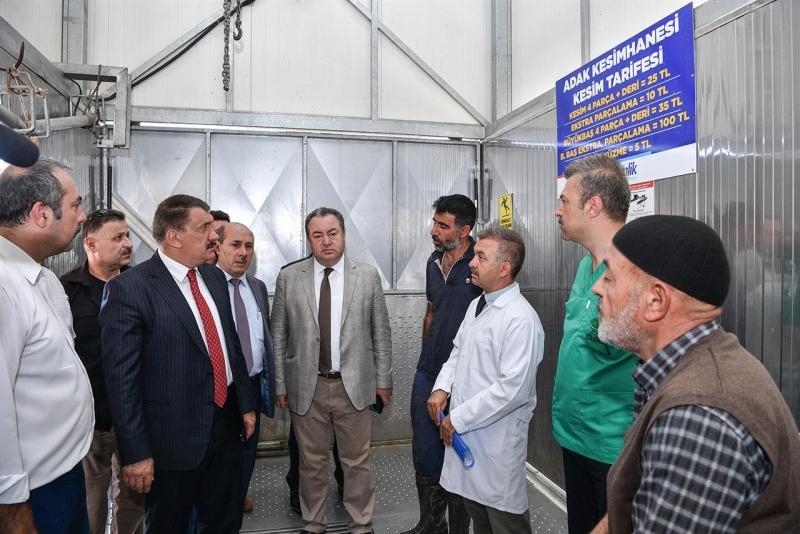 Canlı Hayvan Pazarında Başkan Gürkan, İncelemelerde Bulundu