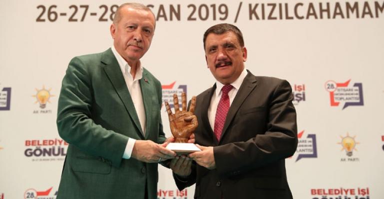 Erdoğan'dan Selahattin Gürkan'a Ödül