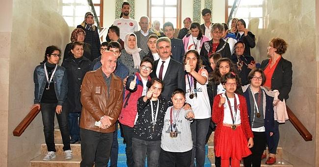 'Fırsat Verirseniz Her Çocuk Başarır' projesi kapsamında Vali Aydın Baruş'a ziyaret