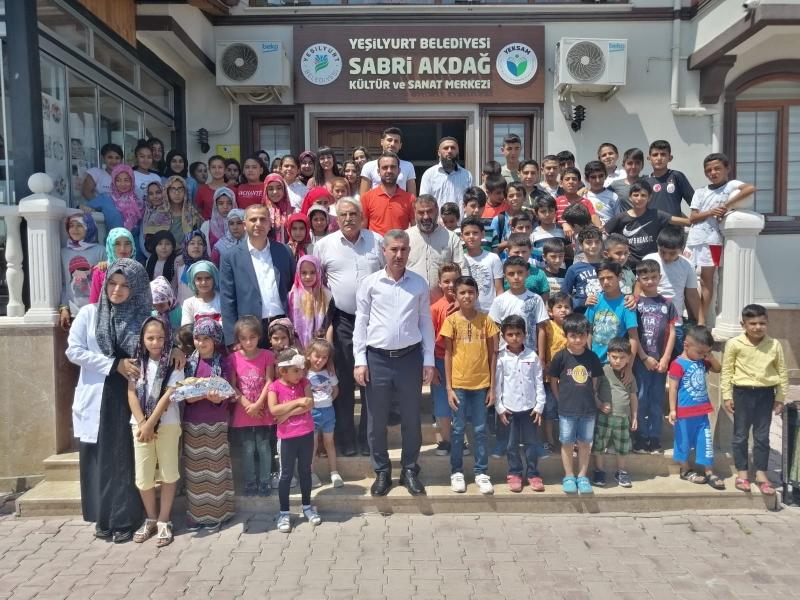 Kuran-ı Kerim Kursunu Başarıyla Geçen Öğrencilere Başkan Çınar'dan Hediye