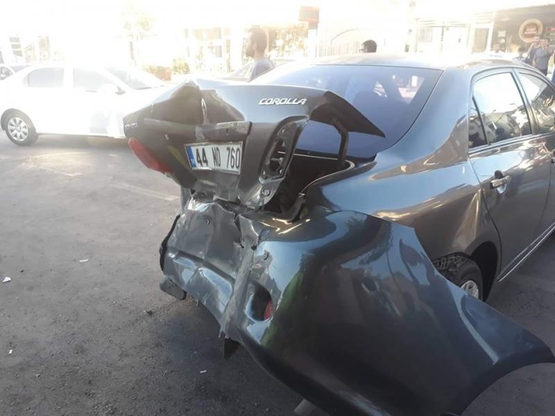 Malatya'da Feci Kaza! Sürücüyü Otomobilin Altına Aldı