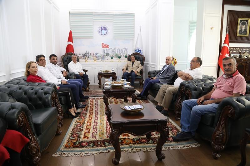 MHP Malatya Milletvekili Fendoğlu, Battalgazi Belediye Başkanı Güder'i Ziyaret Etti
