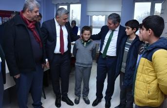 Sadıkoğlu, Hatunsuyu İlkokulu'nu ziyaret etti