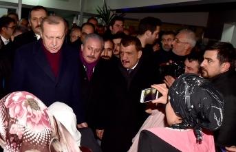 Başkan Gürkan, Depremzedeleri Ziyaret Etti