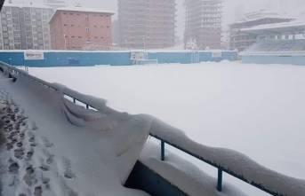 Yeşilyurt Belediyespor'un  maçı kar yağışı nedeniyle ertelendi