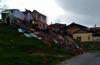 Battalgazi'de 2 katlı bir ev çöktü