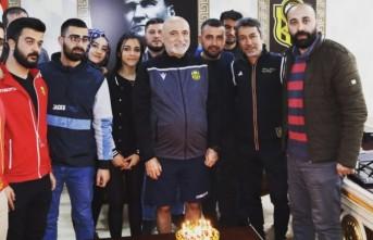 Taraftarlardan Karaman'a Sürpriz Doğum Günü Kutlaması