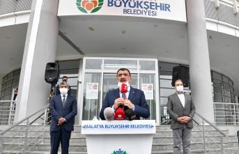 Başkan Gürkan Minibüsçü Ve Taksici Esnafına Maske Dağıttı