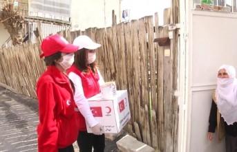 Kızılay'dan yaşlı, engelli ve diğer ihtiyaç sahiplerine gıda paketi