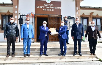 Yeşilyurt Belediyesi'nden Muhtarlara Maske ve Eldiven