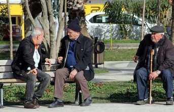 65 Yaş Üstü Vatandaşların Dışarı Çıkış Saatleri Değişti